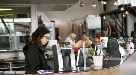 cashier customer service